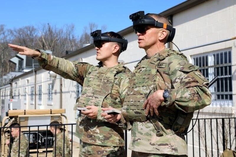 First Look at Combat Ready Modified HoloLens 2 Headset for the US Military in Action